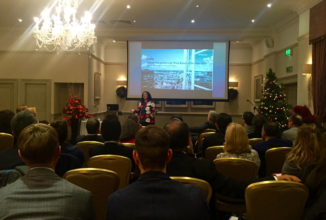 Marit Høvik Hartmann talar om Oslos stadsmarknadsföringsstrategi och satsning på ett varumärkesfilter.